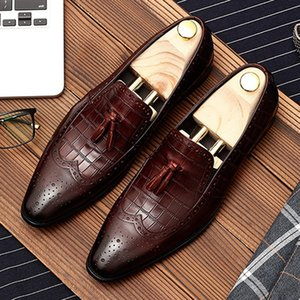 Vintage Pointed Toe Tassels Man Formal Dress Shoes Genuine Leather Party Loafers Men's Wingtip Brogue Footwear DM185