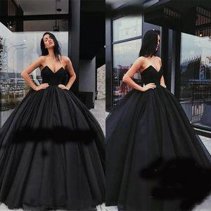 Siyah Balo Gelinlik Modelleri 2019 Tatlı 16 V Yaka Kolsuz Kabarık Tül Abiye Arapça Dubai Ünlü Quinceanera Elbise