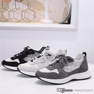 Les derniers alphabet respirant chaussures de sport bas-top sneakers assortis couleur maille à semelles épaisses hauteur croissante chaussures