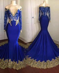 2019 Royal Blue Prom Dresses con apliques de oro Sheer Off Hombro Ilusión mangas largas vestidos de noche por encargo