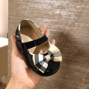 Calidad Primeros caminantes para los regalos de recién nacidos Baby Shower Zapatos de diseñador para bebés Niños y niñas Unisex Prewalkers Diseñador de calzado con caja