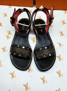 Mulheres DesignerLuxury Sandals Deslize Verão Sapatos Moda Praia Shoes Sapatos Pretos Slipper Flip Flop Box 2021604Q