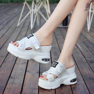 Mulheres Sandálias chinelos Ao ar livre chinelos Chinelos de praia Scuffs calcanhar cunha sapatos de salto alto lofers mulas elevador sapatos