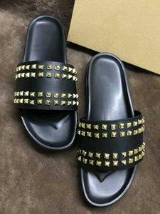 Donna Çivili Kırmızı alt terlik Tasarımcı Lüks Kırmızı Bottoms Ayakkabı erkekler Perçin Dikenler Düz slippersSales yeni
