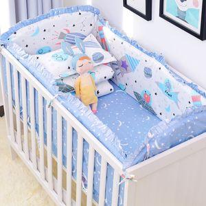 6pcs / set roupa de cama azul Projeto do universo berço cama Set Cotton Criança bebê Incluir Berço Bumpers Folha de cama fronha T200608