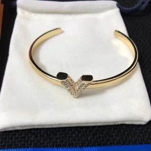 New V letter opening fashion wild bracelet luxury designer jewelry women bracelets