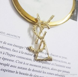 Big letter brooch high-end simple fashion atmosphere wild tide personality sweater coat accessories female pin44