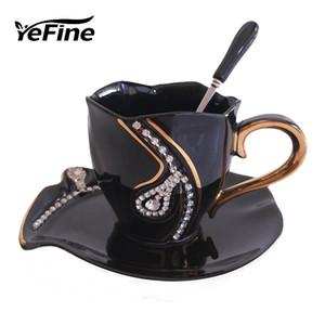 Los diamantes YEFINE Diseño Taza creativa de los amantes del regalo tazas de té 3D tazas de cerámica con diamantes de imitación Decoración tazas y platillos Y200106