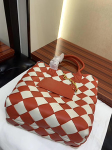 Designer bags for women s luxury handbags Contrast color wide double sided lambskin strip hand woven red handbag 58