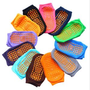 Crianças trampolim Meias silicone antiderrapante meias Jumping Outdoor Sports Meias respirável absorvente Yoga Pilates Sock 12 colros LXL607-1