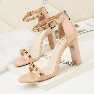 Moda2019 sandalias abiertas de estilo de mujer con punta abierta Club nocturno Chunky de tacón alto moda banda estrecha OL Zapatos de mujer remaches