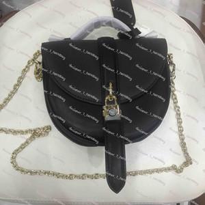 éléments de conception classique sac en fer à cheval avec cadenas PVC couture garniture en cuir de veau garniture sac de selle avec la boîte