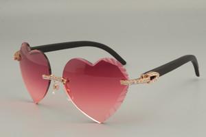 Самые продаваемые высококачественные солнцезащитные очки в форме сердца с гравировкой, алмазные натуральные красные / черные деревянные очки 8300686-A размер: 58-18-135 мм