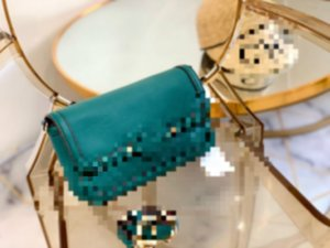 The 2020 new women's bag European and American fashion designer PU  offers a lot of discounts, and the new dinner handbag is always turned a