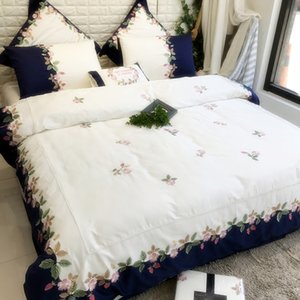 American 60s Satin Luxury Postral BeddingSets KingQueenSize Embroidery Flower Strawberry White DuverCover Set Bedsheet Green Comforter Cover