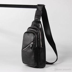 Sac de poitrine en cuir pour hommes Tempérament simple Couleur unie Nouveau Mode décontractée Slide Tide Tide Tide Leather Layer Leather Bag