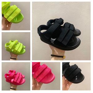 2020 Les nouvelles sandales de l'enfant à fond plat confortable respirant couleur solide couleur rouge noir chaussures de plein air taille 26-37