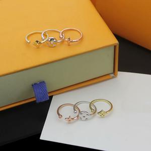 Европа Америка стиль Леди женщины Титановая сталь выдалбливают четырехлистный цветок Алмаз гравировка V инициалы 3 шт. комбинированные наборы колец