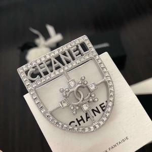 2020 venta caliente de la broche de diseño hueco con el diamante brillante para las mujeres y novia de regalo de cumpleaños joyas PS4303
