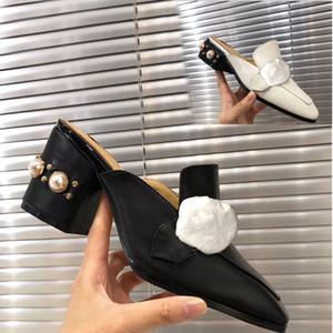 Klassische Frauen Pantoffeln Soft-Rindmetall verfolgte Frau Schuh Strand Faule Pantoffeln Luxus Designer-Perlen-Cartoon Hausschuhe Große Größe US5-11 42