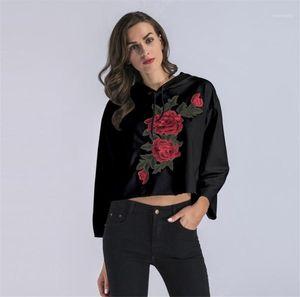 Hoodies Automne Femmes Vêtements Sexy Femmes Designer Hoodies Mode Rose Motif Broderie Du Ventre Buttom À Capuchon Lâche