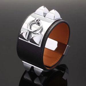 joyería de las mujeres diseñador de moda pulseras pulsera de cuero h brazalete punky plano de la moda brazalete de uñas para los hombres y las mujeres libres del envío