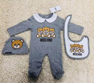 Nova Moda Infantil Roupas de Bebê conjunto Bonito Do Bebê Recém-nascido Meninos Carta Romper do bebê menina bibs Cap Outfits Set Burp Panos