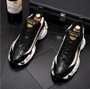 2020 New Britain Hombres texto suela plataforma colores mezclados pisos zapatos de hombre cómodas zapatillas de deporte zapatos mocasines de novio