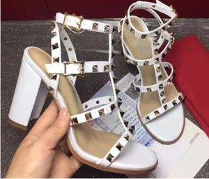 Com caixa 2019 Moda de luxo Sandálias de senhora de estilo europeu de alta qualidade, couro importado. Sandálias das mulheres. Sandálias de rebite para mulher