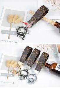 Designer de luxo Keychain PU couro corda para sacos Cell Phone Straps Encantos Tide Hanging Pescoço Presente criativo Pequena Actividade anel chave 3 estilos