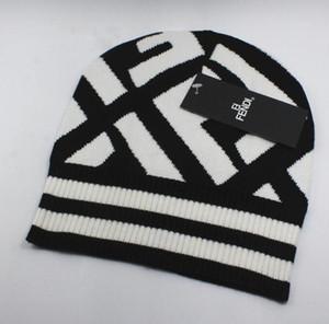 2019 Más nuevo Venta caliente Clásico de moda Top de alta calidad FF estilos de sombreros de punto para hombres y mujeres se mantienen calientes en invierno Gorros con gorros de calavera