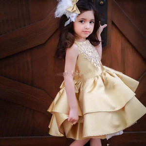 Lovly Appliqued Beaded Girls Pageant Dresses With Satin Ruffle Jewel Lunghezza al ginocchio Kid Formal Wear Flower Girls DResse