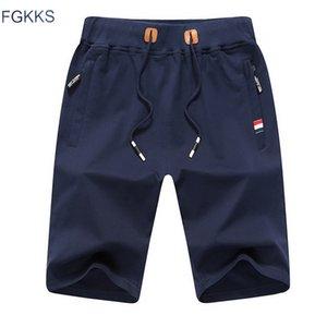 Pantaloncini da uomo di colore solido Fgkks Nuova moda estiva Pantaloncini da spiaggia da uomo Pantaloncini casual da uomo di marca Abbigliamento MX190718