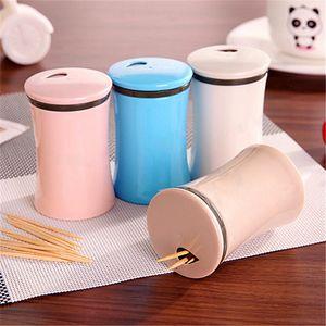 Supporto Creativo stuzzicadenti contenitore di plastica domestica Tabella Toothpick Storage Box portatile stuzzicadenti benna stuzzicadenti Dispenser DBC BH3477