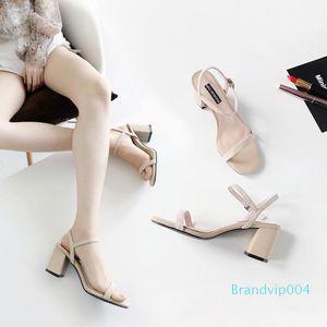 Sexy2019 Nouveau modèle grossier Sandales femme Xia Baida Concise haute Chaussures à talons Fée haute avec un boucle Bring Toe Rome Chaussures