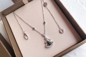 Individualità Collana Donne Emerald Gonna Fiore Collana catena della clavicola per le donne di compleanno regalo di nuovo anno