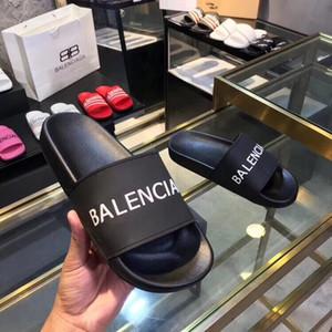 gros 19SS Hommes Femmes DesignerSandals classique Brandslipper chaussures de plage Tongs luxe Mens Slides femmes Designerslipper LJJC 2020511K