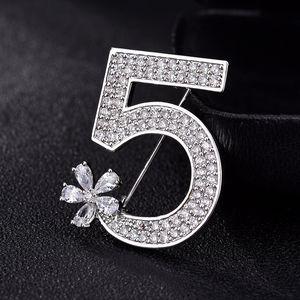 Yeni Kadınlar Letter 5 Tam Kristal Broş Rhinestone Broş İçin Kadınlar Partisi Çiçek Numarası Broş iğneler
