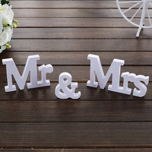 3 teile / satz Hochzeit Dekorationen Herr Frau Mariage Decor Valentinstag Geburtstag Party Dekorationen Weiß Buchstaben Hochzeit Zeichen Neu