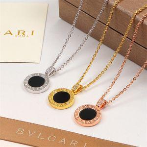 Женщины мода ожерелье с полным бриллиантом черный и белый кулон оболочки для банкета партии простой стиль ожерелье с 6 цветами