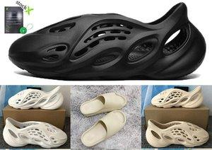 2020 Kanye foam runner sandals Men Wpmen slide bone white resin designer shoes desert sand triple black total orange Trainers Trainers 36-45