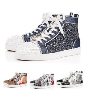 El diseñador de moda los zapatos inferiores del rojo tachonado clava las zapatillas de deporte planas para los hombres amantes de las mujeres del partido de cuero del brillo original de la zapatilla de deporte casual del remache