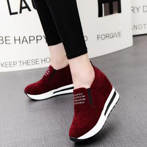 Respirável altura crescente sapatos 2019 Flock New salto alto Lady Casual preto / vermelho Mulheres Sneakers Plataforma sapatos de lazer