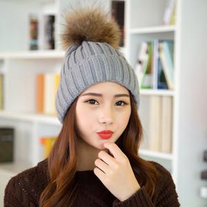 أزياء المرأة قبعة الفراء بوم skullies بيني قبعات ريال الراكون الفراء pompom قبعة قبعات للنساء قبعة سميكة الإناث