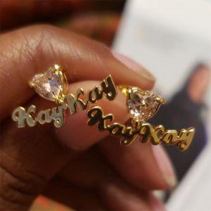 Brinco Nome brincos personalizado Grasp Zircon Nome de aniversário Moda Custom Pedra Mulheres Penetrante pino placa de identificação Jóias