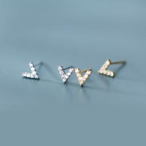 100% 925 plata esterlina pequeña letra v forma aretes para mujer moda oro color lleno cubic zirconia aretes joyería