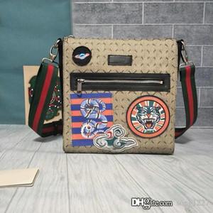 Eine ideale Tasche für modische Männer Gegenstände des täglichen Lebens zu tragen. Postman Paket, PVC-Material, verschiedene Elemente und Stile zur Auswahl