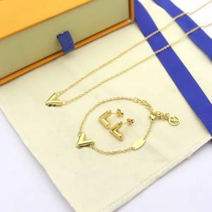 Европа Америка Сжатый стиль бренда Ювелирные наборы леди Женщины титана стали V Инициалы 18K золотое ожерелье браслет Серьги Комплекты (1sets) 3Color
