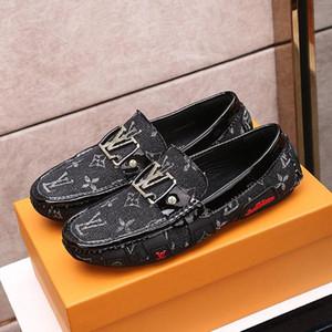 Top qualidade Mens Peas couro casuais sapatos, Bordados Mens padrão sapatos único personalidade moda selvagem Peas Casual sapatos Tamanho: 38-45 0001