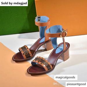 Womens Flat Sandals Summer Beach Black Brown Leather Slides Indoor Sandal Designers Slipper Flip Flops